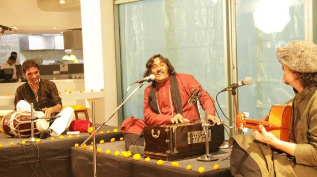 A spectacular fusion music performance by Mir Mukhtiyar Ali and Mathias Duplessy